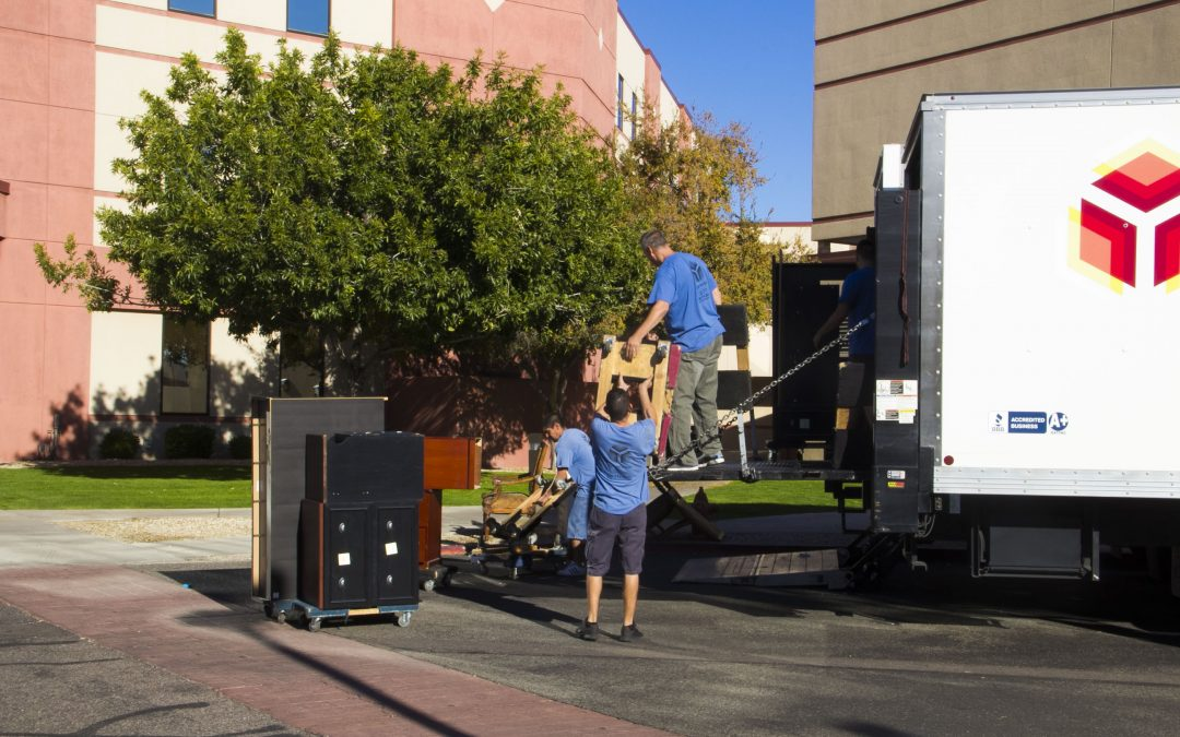 Phoenix movers in services in Phoenix, Arizona, and Nearby Cities for commercial and residential moves and junk removal, get a free quote today!